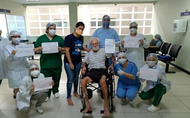 João Emiliano, de 106 anos, teve alta após se recuperar de Covid-19