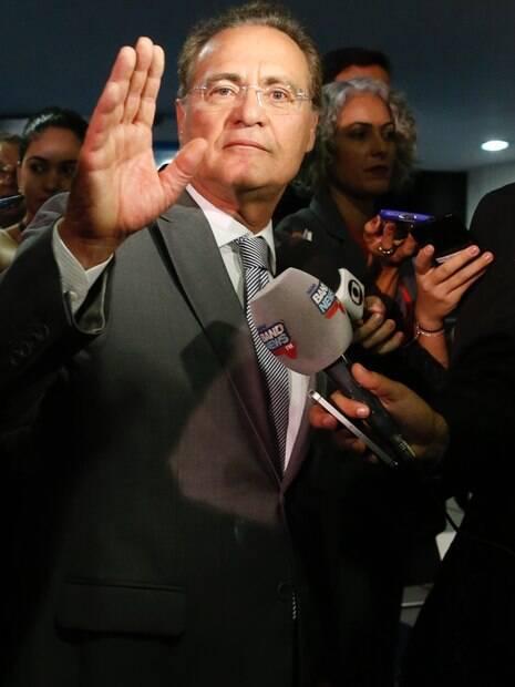 Renan Calheiros (MDB) é candidato a reassumir presidência do Senado