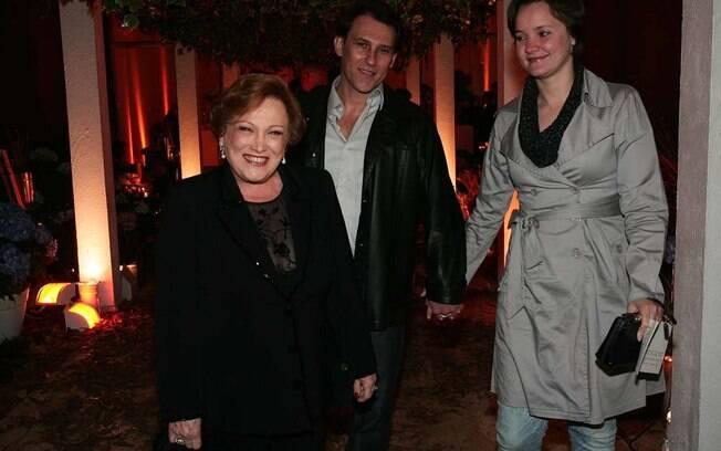 Nicette Bruno com o filho Paulo Goulart Filho e a namorada dele, Lissandra Mello