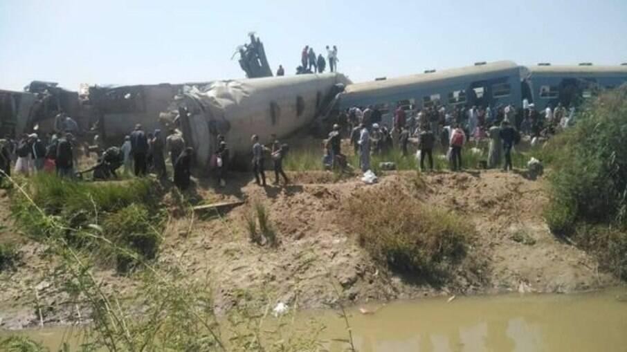 Trens colidem e 32 pessoas morrem no acidente, outras 60 ficaram feridas