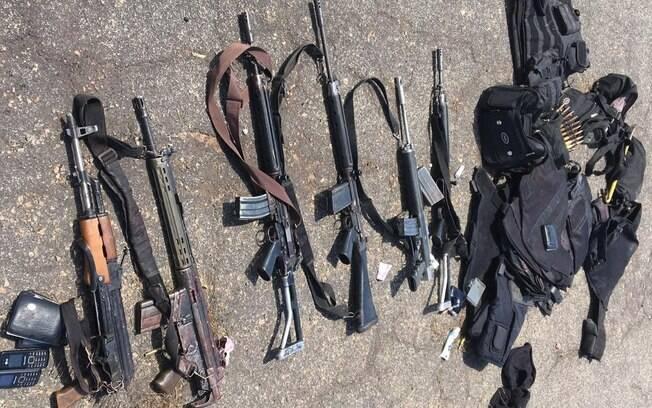Polícia Federal apreendeu seis fuzis e uma metralhadora .50 em ação nesta manhã