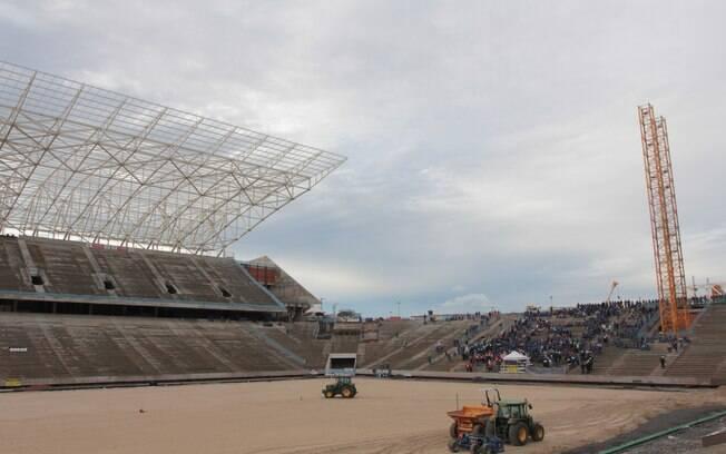 A previsão de instalação do gramado do  estádio é agosto e a conclusão da obra para  dezembro