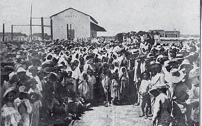 Para que famílias famintas não fossem para Fortaleza, governo aprisionava-os nesses lugares.