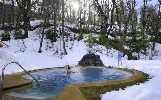 Chillán conta com pistas de esqui e também várias piscinas de águas bem quentinhas no meio da neve