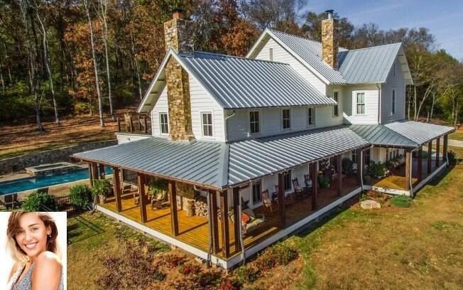 De acordo com a imobiliária Zillow, esta é a primeira casa que Miley Cyrus compra no Tennessee, estado onde nasceu