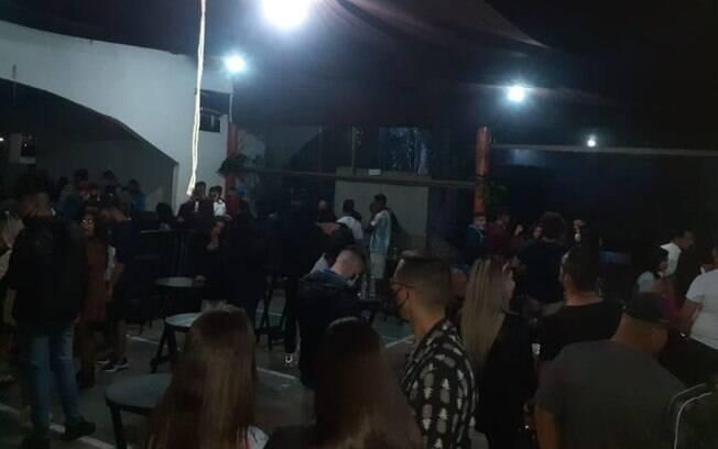 Vídeo: GM de Campinas dispersa festa clandestina com 150 pessoas em chácara