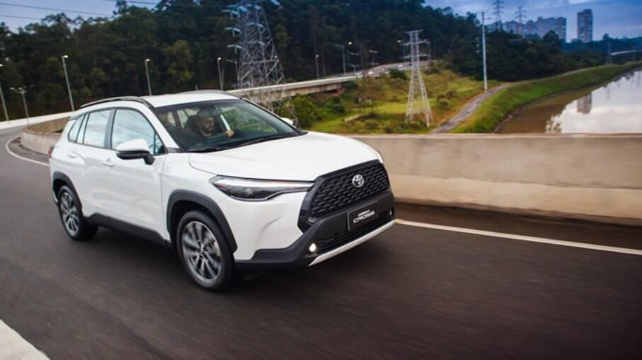 Feito em Sorocaba (SP), Toyota Corolla Cross 2022 chega com a fórmula para se tornar um grande sucesso