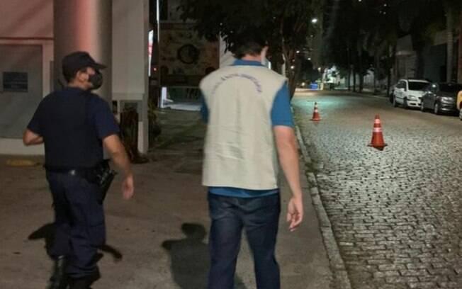 Fiscalização da Vigilância autua lanchonete em Sousas