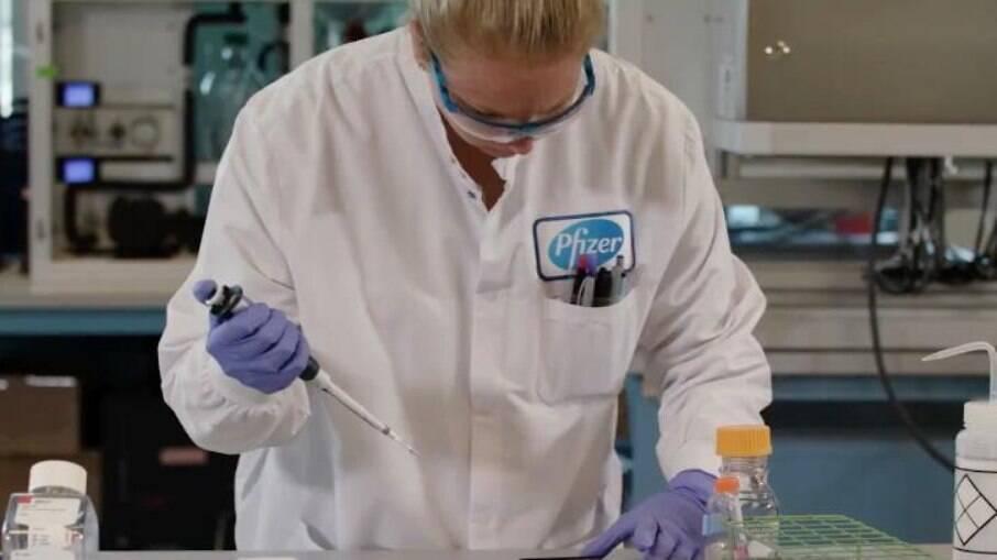 A remessa faz parte do acordo firmado entre o Ministério da Saúde e a farmacêutica no dia 19 de março, que totaliza 100 milhões de doses de vacinas até o final do terceiro trimestre de 2021