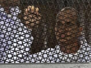 Ativistas anti Mubarak são condenados a prisão perpétua