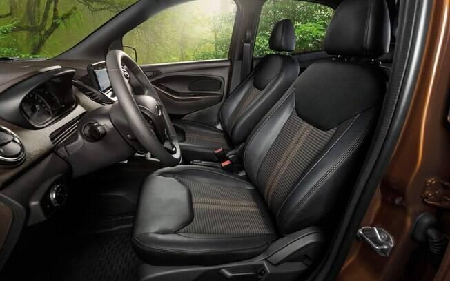 Os bancos do Ford Ka FreeStyle vem com bancos que combina revestimento de couro e tecido, com muito bom gosto