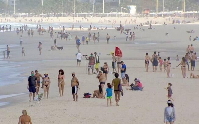 Banhistas foram para as praias no Rio