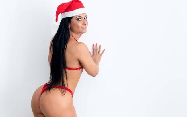 Dani Sperle posa de Mamãe Noel sexy