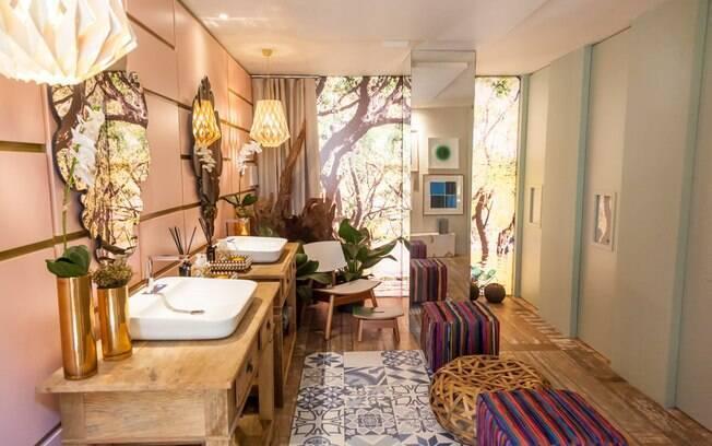 A arquiteta Orlane Santos buscou inspiração nas riquezas naturais e culturais de Manaus para compor o Banheiro Feminino do Boulevard. Com 26 m², o espaço ganhou detalhes em dourado e rosa queimado - que fazem uma alusão ao teatro