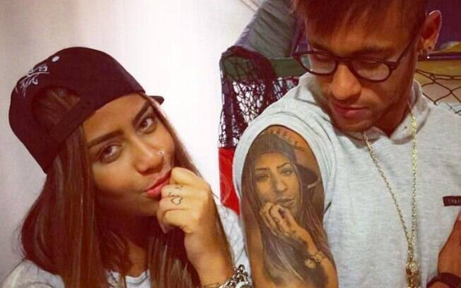Neymar tem o rosto da irmã Rafaella em seu braço
