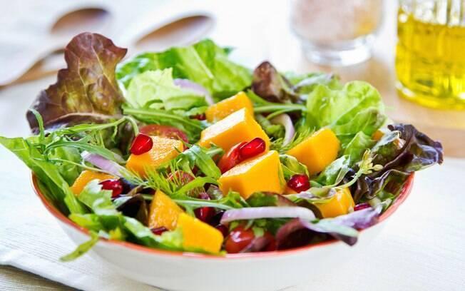 Segundo Malu, manga é uma fruta que combina com salada de folhas verdes