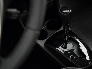 Câmbio automático tem apenas quatro marchas, mas dá conta do recado