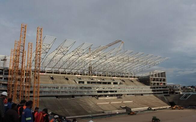 Construtora concluiu os 20 módulos da  cobertura do estádio