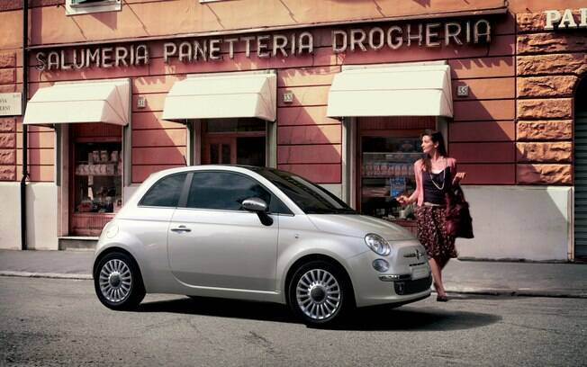 Fiat 500:  fácil de estacionar, econômico e estilo charmoso estão entre os principais atrativos do subcompacto