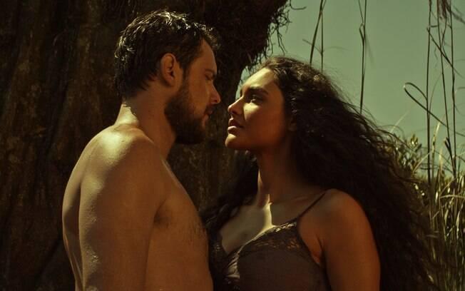 Em Além do Homem, Sérgio Guizé protagoniza cenas pra lá de quentes com a atriz Débora Nascimento