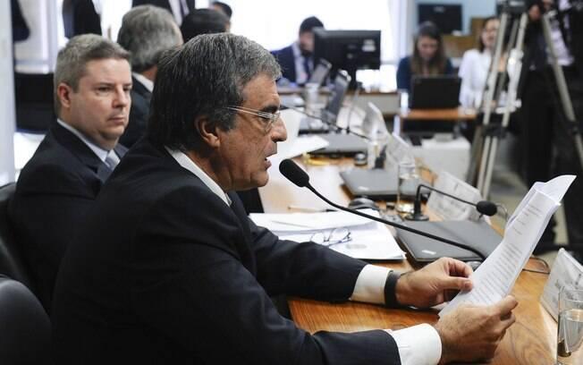 Ex-advogado-geral da União, Cardozo fez a leitura da carta na comissão do impeachment