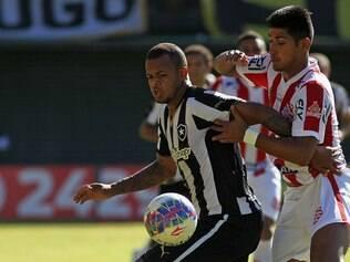 Com a vitória, o Botafogo chegou aos dez pontos e assumiu a liderança provisória