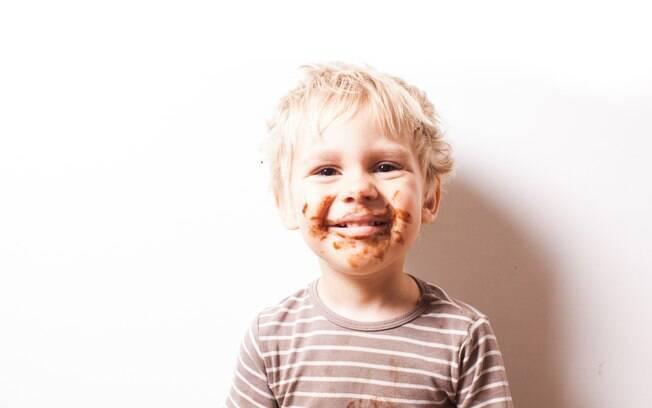 Escolher um tipo de chocolate com mais cacau e controlar a quantidade do produto pode deixar a Páscoa mais saudável