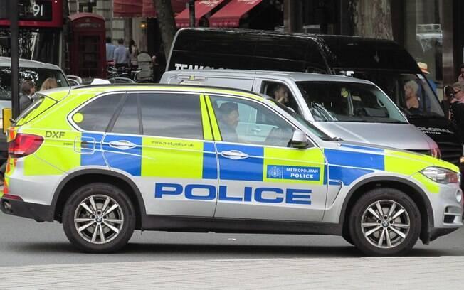 Homem de 25 anos foi imobilizado pela polícia