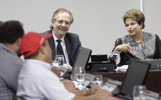 Acompanhada do ministro da Reforma Agrária, Dilma recebe no Palácio do Planalto representantes do MST (15/12/204)