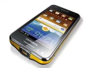 Novo celular da Samsung vem com projetor de imagens em até 50 polegadas