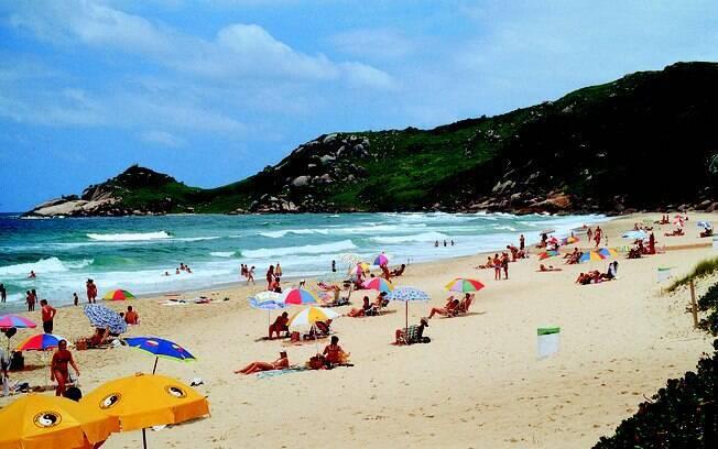 Está solteiro e em busca de companhia? A praia Mole é um dos melhores lugares de Florianópolis para quem quer paquerar
