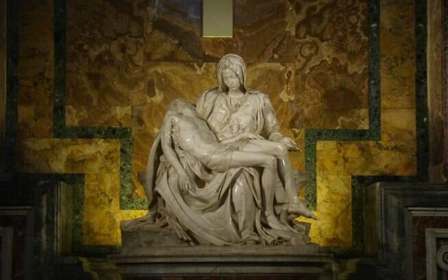 Pietá, de Michelangelo, fica no interior da Basílica de São Pedro