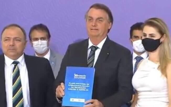 Ministro Eduardo Pazuello e presidente Jair Bolsonaro apresentam plano nacional de vacinação