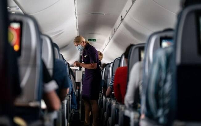Delta Airlines vai cobrar multa mensal de funcionários que não tomarem vacina