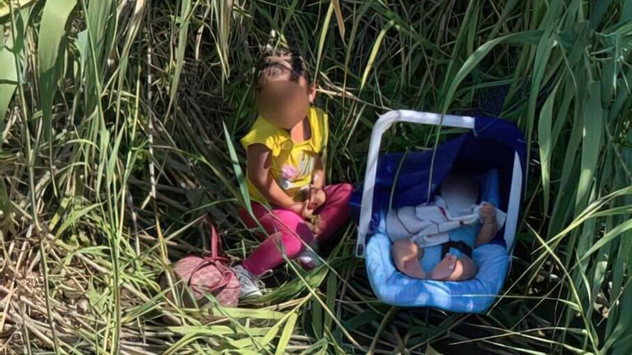 Crianças foram deixadas na fronteira entre o México e os EUA