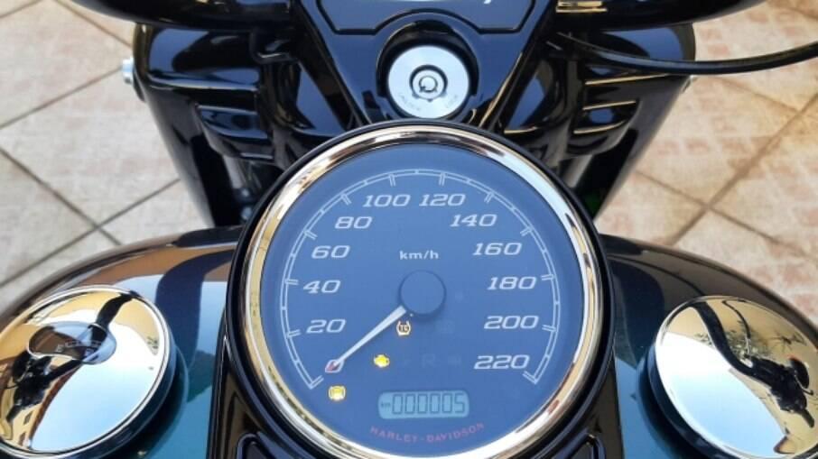 A Harley-Davidson Road King Special Snake Venom chegou com apenas 5 km marcados.