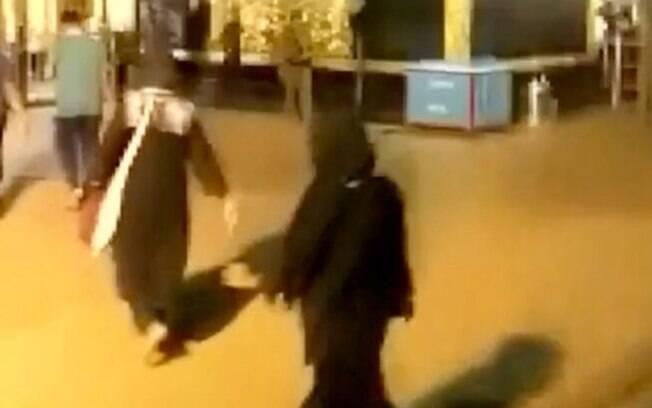 Câmeras de segurança flagram momento histórico em que mulheres entram no templo Sabarimala, na Índia