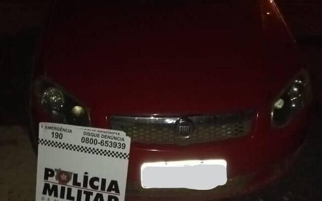 Veículo estava sendo colocado à venda em um site. Proprietária do carro acionou a polícia após ver anúncio.