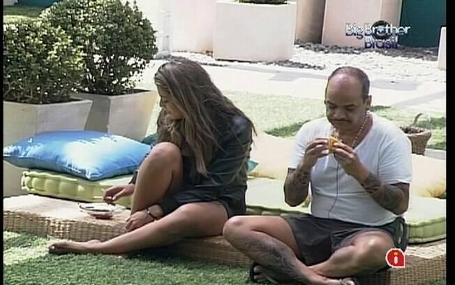 Monique e João Carvalho elogiam o modelo, porém confessam que consideram o rapaz um puco careta