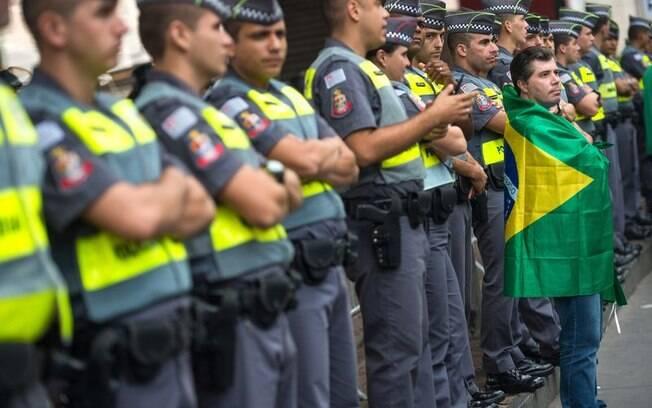 A PM paulista foi muito assediada por manifestantes durante o ato contra o governo petista na Avenida Paulista