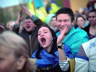 Em Donetsk, manifestantes fizeram ato anti-Rússia ontem