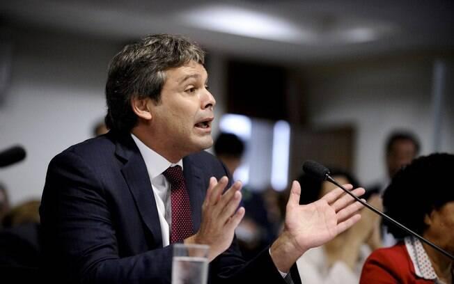 """Para o senador, o Brasil não passa por um momento de """"normalidade democrática"""""""