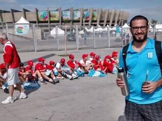Darío Rocha acompanha grupo de uma escolinha de Rosario que faz excursão pelo Brasil durante a Copa