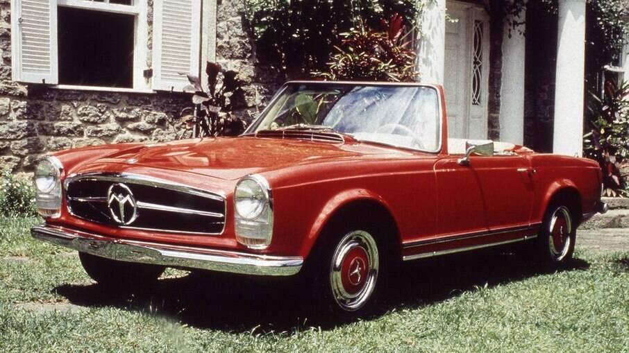 O Phoenix foi fabricado pela carioca LHM e utilizava a mecânica do Opala, com quatro ou seis cilindros