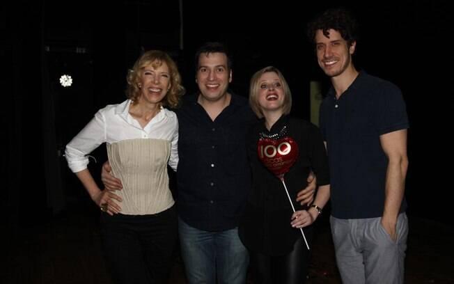 Marília Gabriela com os filhos, Christiano e Theodoro Cochrane, e a nora, Daniele Valente