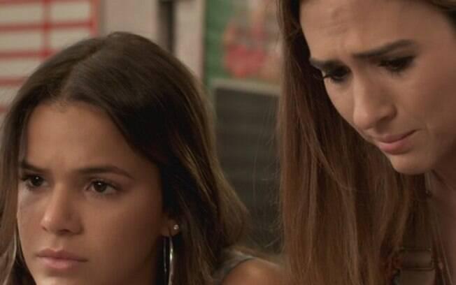 Mari (Bruna Marquezine) e Danda (Tatá Werneck) no primeiro capítulo da novela