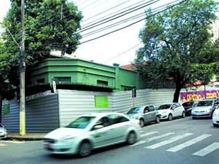 Lojistas afirmam que foram prejudicados durante venda das casas