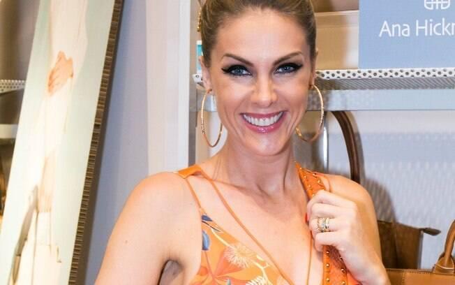 Ana Hickmann sempre desfilou em São Paulo e no Rio, o que não acontecerá esse ano