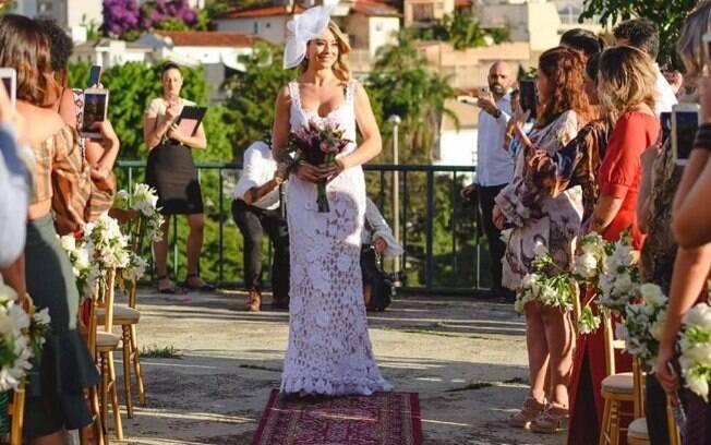 Empresária Jussara Couto, dona de uma empresa de casamento sologâmico, se casou com ela mesma em Belo Horizonte
