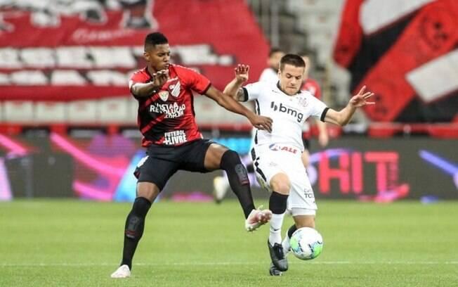 Corinthians x Athletico-PR: prováveis escalações, desfalques e onde assistir